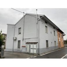 PAVONE MELLA - Porzione di casa divisa in 3 appartamenti